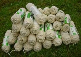 203A  pile of creme yarn