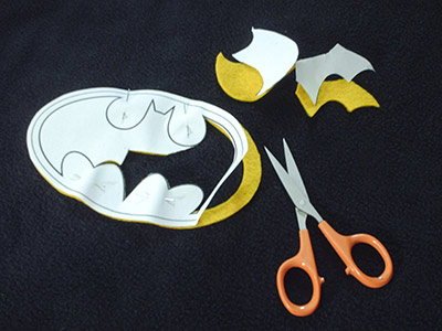 379 6 cutting out bat