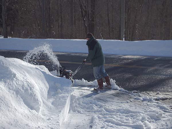 409-1 DH running snowblower