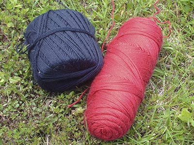 457 black and red yarns