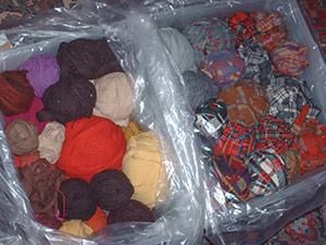 482 5 bin of wool strips
