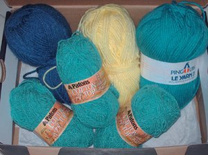 488 shoebox of yarn