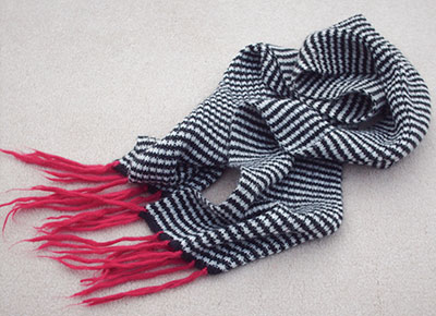 542 black/white striped scarf
