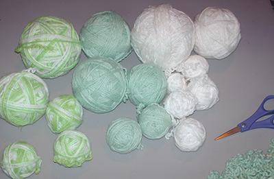 608 1 yarn balls